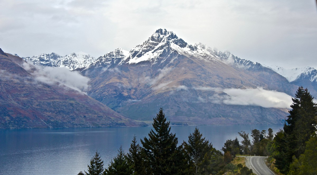 Queenstown mountain lake and road