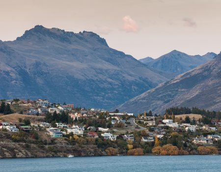 queenstown houses and lake